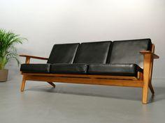 Sofa GE 290 von Hans J. Wegner für Getama. Lederbezüge.