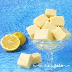 the most delicious homemade lemon fudge using 2 ingredients. It's so easy!Make the most delicious homemade lemon fudge using 2 ingredients. It's so easy! No Bake Cookies I Orange Creamsicle Fudge Recipe, Lemon Fudge Recipe, Strawberry Fudge Recipe, Fudge Recipes, Candy Recipes, Dessert Recipes, Homemade Fudge, Homemade Candies, Homemade Desserts