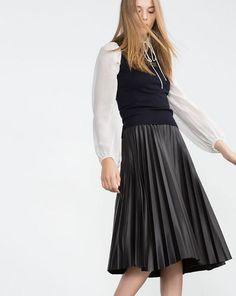Gonne plissè Autunno-Inverno 2015-2016 (Foto 13/40)   Stylosophy Pleated Midi Skirt, High Waisted Skirt, Midi Skirts, Zara Skirts, Work Wear, Beautiful Dresses, What To Wear, Ideias Fashion, Style Inspiration