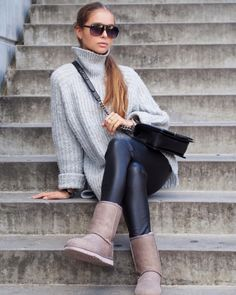 Ugg boots can make a great contribution to a knitwear-focused outfit. Maria Kragmann wears the classic Ugg style with leather leggings and a gorgeous pale grey pullover. Knit: Nelly, Leather Trousers: TKN of Scandinavia, Boots: UGG Australia, Bag: Chanel.
