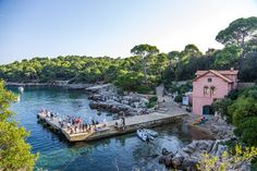 Information on possible day trips from Dubrovnik (within Croatia), including visiting the Peljesac Peninsula, Korcula, Mljet and the Elafiti islands.