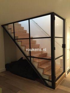 Deuren / Stalen frame en deur met glas voor trap