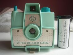 vintage girl scout brownie camera - my first camera Vintage Girls, Vintage Love, Retro Vintage, Vintage Items, Vintage Green, Old Cameras, Vintage Cameras, Chen, Photo Deco