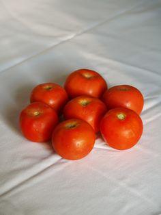 Red Tomatos     Tomates rojos, maduros y con mucho aroma