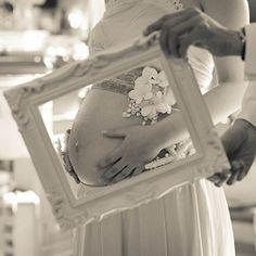 「「マタニティフォト」から伝わる妊婦さんの幸せ感に浸る*」に含まれるinstagramの画像|MERY [メリー]