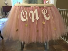 Diy twinkle twinkle little star 1st birthday highchair decoration! #tulle #diy #firstbirthday #twinkletwinkle