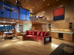maison contemporaine a vendre, canapé rouge, un beau appartement, intérieur en bois