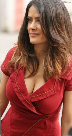 Salma Hayek Height, Weight, Body Measurements