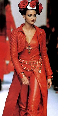 Nadja Auermann | Chanel RTW Fall 1992
