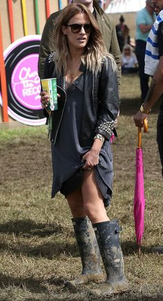 Festival Outfit 6 Outfits From Glastonbury Perfect for Messy Summer Fun Hunter Festival Chic, Festival Mode, Look Festival, Music Festival Fashion, Hippie Festival, Festival Wear, Festival Trends, Music Festivals, Glastonbury Outfits