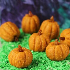 Power Bar Pumpkins - Fun Family Crafts Halloween Cans, Happy Halloween, Pumpkin Recipes, Fall Recipes, Holiday Recipes, Cookie Recipes, Thanksgiving Food Crafts, Family Crafts, Healthy Halloween Treats