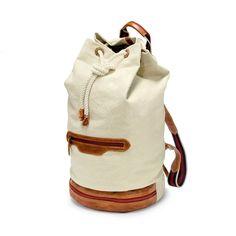 DRAKENSBERG EASTPORT Duffel Backpack - Der Duffel Backpack ist eine Mischung aus Seesack und Rucksack. Die vielen Staufächer und Staumöglichkeit machen diese Tasche zu einem wertvollen Begleiter auf jeder längeren Reise. Besonders praktisch ist das große Fach an der Unterseite der Tasche. Hier lassen sich bequem ein Paar Schuhe verstauen, da diese auf vielen Booten nicht gern gesehen werden. backpack, preppy, handgepäck, vintage, heritage, leder, canvas, beige, maritim, groß, kit bag