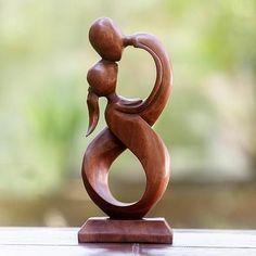 From Bali! Wooden Statue 'Infinite '8' Kiss' Statuette en bois