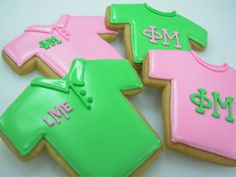 T-shirt cookies with letters! I'm seriously dying. This is the cutest thing I've ever seen.