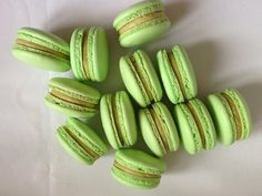 Pistáciové makronky Pistachio Macarons, Macaroon Recipes, Macaroons, Pickles, Cucumber, Cheesecake, Food And Drink, Sweets, Vegetables
