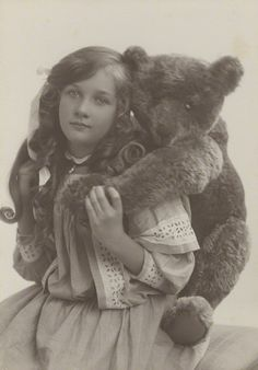 Vintage photo of young girl with Bear Vintage Children Photos, Vintage Girls, Vintage Pictures, Old Pictures, Vintage Images, Old Photos, Antique Photos, Vintage Style, Retro Vintage