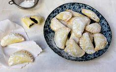 Povidlové šátečky z tvarohového těsta Sweet Recipes, Camembert Cheese, Dairy, Food And Drink, Pie, Baking, Desserts, Yummy Cakes, Torte