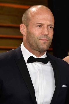 Jason Statham Photos - Actor Jason Statham attends the 2014 Vanity Fair Oscar Party hosted by Graydon Carter on March 2014 in West Hollywood, California. - Stars at the Vanity Fair Oscar Party Jason Statham, Older Men Haircuts, Cool Haircuts, Cool Hairstyles, Hollywood Celebrities, In Hollywood, Hollywood California, Bald Actors, Bald Men Style