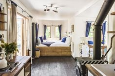 This is the Ampersand Tiny House on Wheels by Zyl Vardos in Olympia, Washington and you're invited to come check it out! Modern Tiny House, Tiny House Living, Tiny House Design, Small Living, Living Area, Lofts, Small Buildings, Tiny House On Wheels, Architecture