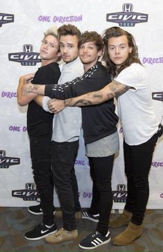 Niall Horan, Liam Payne, Louis Tomlinson and Harry Styles One Direction Louis, One Direction Humor, One Direction Pictures, One Direction One Thing, Direction Quotes, Liam Payne, Liam 1d, Larry Stylinson, Zayn Malik