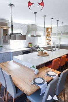 ada mutfak<br> Farmhouse Kitchen Island, Kitchen Island Table, Kitchen Island With Seating, Kitchen Islands, Kitchen Cabinets, Rustic Kitchen, Kitchen Backsplash, Kitchen Countertops, Kitchen Appliances