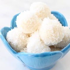 Easy, no bake coconut snowballs recipe made with only 3 ingredients: raw coconut, coconut cream and nectar (the nuts are optional). - Coconut About Vegan Pumpkin Cheesecake Recipe, Vegan Dessert Recipes, Whole Food Recipes, Healthy Desserts, Cookie Recipes, Raw Coconut, Coconut Cream, No Bake Coconut Snowballs Recipe, Napoleons Recipe