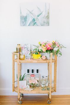 Continuing our mini series on summer entertaining, we are gathering around the bar cart this summer! The bar cart is one of our favorites pieces to style for entertaining. Diy Bar Cart, Gold Bar Cart, Bar Cart Decor, Bar Cart Styling, Bar Carts, Bamboo Bar, Outside Bars, Bar Furniture, Plywood Furniture