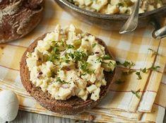 Receptů na pomazánky má každá rodina v zásobě bezpočet. A není divu... Baked Potato, Camembert Cheese, Potato Salad, Mashed Potatoes, Food And Drink, Fresh, Baking, Vegetables, Ethnic Recipes