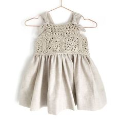 Learn How to Crochet This Fabric and Granny Squares Dress for baby and toddler. FREE Step by Step Tutorial & Pattern. Crochet Romper, Crochet Baby Clothes, Knit Crochet, Baby Knitting Patterns, Crochet Patterns, Dress Patterns, Romper Pattern, Baby Dress, Girls Dresses