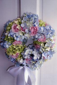 Pretty pastel hydrangea garland for Easter or a wedding..