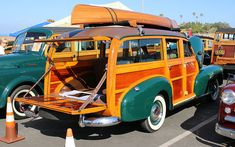 Woodie homecoming Archives - ClassiCar News Wooden Wagon, Wooden Car, Surf Rods, Shooting Brake, Unique Cars, Vintage Trucks, Station Wagon, Pickup Trucks, Old Cars