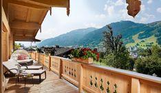 Der große Balkon in den Tennerhof Luxus Chalets bieten traumhaften Ausblick über die Kitzbüheler Alpen!   #leadingsparesorts #leadingspa #wellness #wellnesshotel #wellnessurlaub #chalet #chaleturlaub #kitzbühel #tirol #österreich #heimaturlaub #alpen #kitzbühel # luxuschalet #sommerurlaub #winterurlaub #tirol #nature #berge #wandern #aussicht #bergwelt Spa, Wellness Hotel Tirol, Hotels, Gourmet, Chalets, Winter Vacations, Summer Vacations