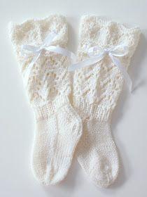 Life with Mari: Vauvan pitsisukat ♥ Knitting Socks, Knitting Ideas, Christmas Stockings, Knit Crochet, Slippers, Holiday Decor, Kids, Handmade, Crocheting