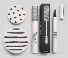 Topshop supplied these cute prezzies that included 2 or 3 of their makeup products at their fashion show. I must add that their product designer is SO good because all of their products are sooo appealing. simple but absolutely adorable xx