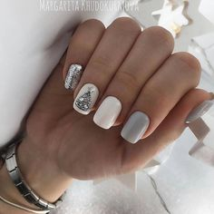 Christmas is approaching. Is your Christmas nails ready? Are sweater nails popular this year, or classic red nails, or are you still uninspired? Christmas Gel Nails, Christmas Nail Art Designs, Holiday Nails, Dark Nail Designs, Tree Nails, Shellac Nails, Stylish Nails, Winter Nails, Pretty Nails