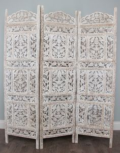 I need 2-3 of these for our dining room to block the view of our pantry.  Maybe I could make my own??