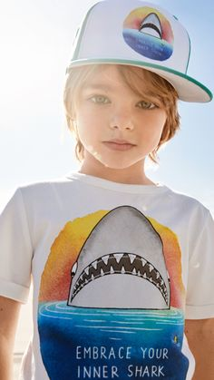 Hooray, spring has finally arrived! Explore our new kids collection, featuring bright colors, playful motifs and cool accessories. Toddler Fashion, Boy Fashion, Trendy Fashion, Baby Boy Outfits, Kids Outfits, Nursing School Shirts, Kids Photography Boys, H&m Kids, Baby Kind