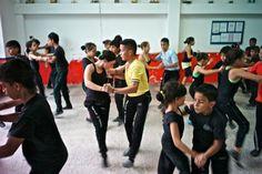 Al ritmo del 'Cali style' Un centenar de escuelas, 5.000 bailarines profesionales... la salsa es un asunto serio en este rincón de Colombia El nuevo filme de Chus Gutiérrez se inspira en esta revolución