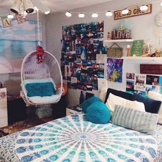 Teen Girl Bedrooms - From cool to super dreamy teen room decor examples and tips. A Ought to read delightfully charming planning ref 3835216432 . Teenage Girl Bedrooms, Teen Bedroom, Teenage Beach Bedroom, Diy Bedroom, Teen Beach Room, Summer Bedroom, Bedroom Beach, Comfy Bedroom, Small Bedrooms