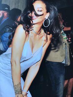 Rihanna Mode, Rihanna Style, Rihanna Fenty, Rhianna Fashion, Blue Aesthetic Pastel, Black Girl Aesthetic, Badass Aesthetic, Aesthetic Dark, Vogue