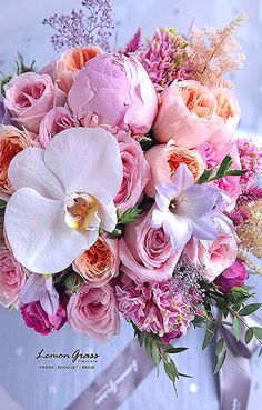New Party Garden Pink Ideas Floral Bouquets, Wedding Bouquets, Wedding Flowers, Tulips Flowers, Pretty Flowers, Beautiful Flower Arrangements, Floral Arrangements, Red And White Roses, White Tulips