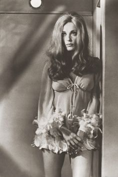 Sharon Tate, 1960s Fashion, Vintage Fashion, Sporty Fashion, Ski Fashion, Fashion Women, Vintage Style, Winter Fashion, Pretty People
