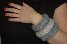 Βραχιόλια από Μαλλί ,Γκρί και Εκρού, 3 Τεμ Handmade Bracelets, Jewelry Bracelets, Hands, Homemade Bracelets