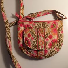"""VERA BRADLEY CROSSBODY (LIZZY) Vera Bradley crossbody bag. Lots of pockets (zippered and non zippered), lots of credit card slots, zippered pocket on back, adjustable straps, 2 main large compartments on side of the main compartment, one """"open"""" pocket in front and another magnetic flap pocket with id holder!! Great bag and can fit all the essentials!! Vera Bradley Bags Crossbody Bags"""