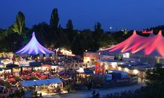 Tollwood is a month-long performing arts festival held twice a year. http://www.secretearth.com/attractions/598-tollwood-festival
