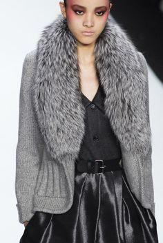 Bill Blass at New York Fashion Week Fall 2008 - Details Runway Photos Fur Fashion, Grey Fashion, Look Fashion, Runway Fashion, Winter Fashion, Womens Fashion, Fashion Design, Fashion Trends, Glamorous Chic Life