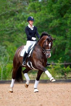 Charlotte Dujardin on Valegro Love love love this pair!