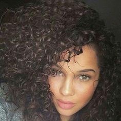 We Heart It yoluyla görsel https://weheartit.com/entry/152931541 #curly #hair