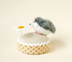 I can't decide which pincushion is cutest.