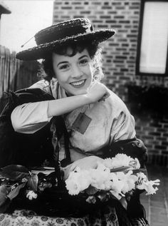 Scene from the stage version of My Fair Lady with Julie Andrews as Eliza Doolittle, My Fair Lady, Hollywood Actor, Classic Hollywood, Old Hollywood, Hollywood Stars, Hollywood Actresses, Julie Andrews, Audrey Hepburn, See Julie